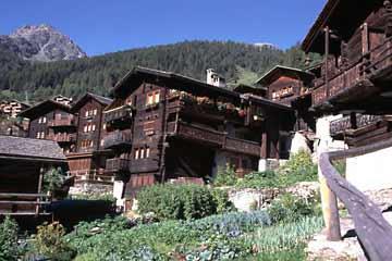 Grimentz ein besonders gepflegtes Walliser Dorf in der Schweiz