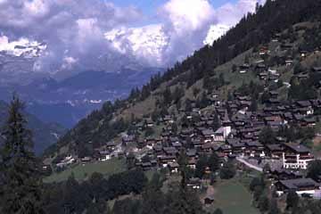 Ausblick ins Rhonetal bei Leuk, Wallis, Schweiz