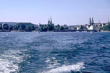 Blick auf die Stadt Zürich vom Zürichsee aus