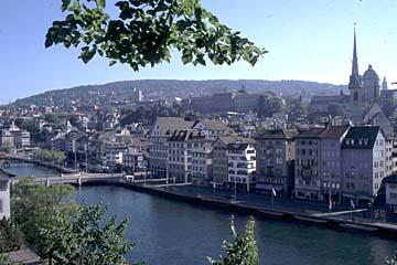 Zürich - Blick auf die Altstadt und die Limmat vom Lindenhof