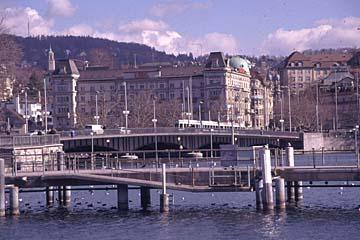 die Quaibrücke über den Limmat in Zürich